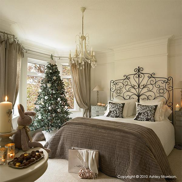 bedroom decorating ideas bedroom decorating ideas Enter the Christmas Spirit with Creative Bedroom Decorating Ideas Scott 22 grande
