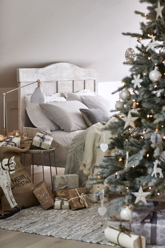 christmas-bedroom-design bedroom decorating ideas Enter the Christmas Spirit with Creative Bedroom Decorating Ideas christmas bedroom design