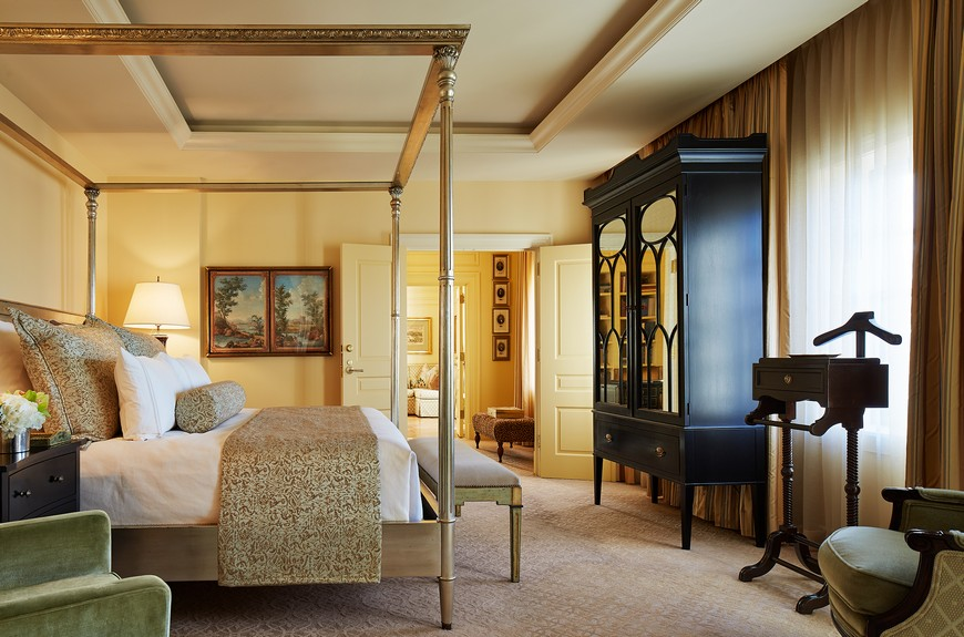 5 Luxury Hotels that Have the Most Sumptuous Bedroom Suites 9 Luxury Hotels 5 Luxury Hotels that Have the Most Sumptuous Bedroom Suites 5 Luxury Hotels that Have the Most Sumptuous Bedroom Suites 9