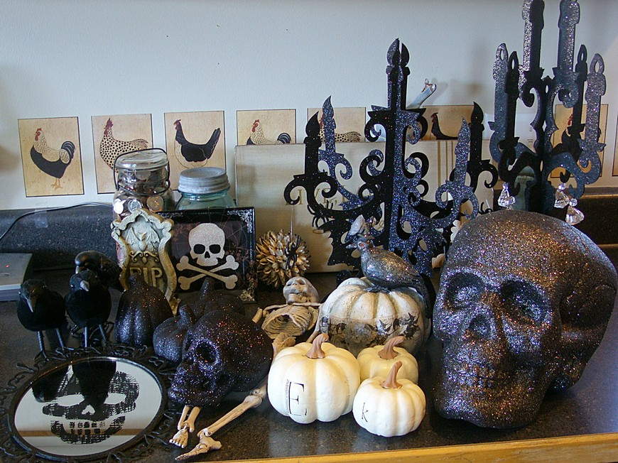 Stylish Halloween Decor Ideas to Use And Abuse In Your Bedroom Set 4 halloween decor ideas Stylish Halloween Decor Ideas to Use And Abuse In Your Bedroom Set Stylish Halloween Decor Ideas to Use And Abuse In Your Bedroom Set 4