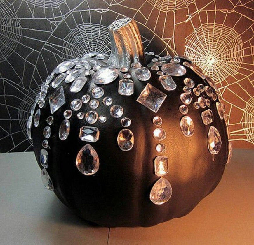 Stylish Halloween Decor Ideas to Use And Abuse In Your Bedroom Set 9