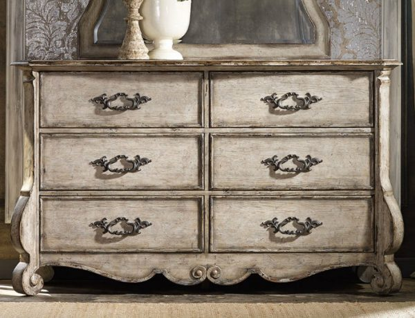 featured image vintage dressers Enter the Wonderful World of Vintage Dressers featured image 2 600x460