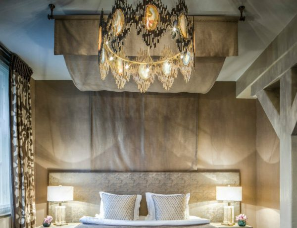 featuredimage chandeliers The Most Vibrant and Fabulous Chandeliers to Place In Your Bedroom featuredimage 600x460