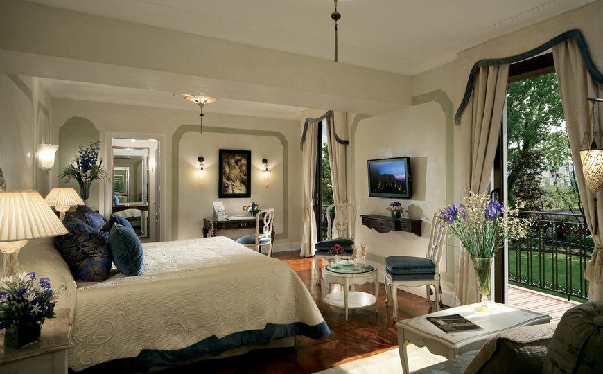 featured luxury hotels 10 Astonishing Bedroom Designs from Luxury Hotels in Italy featured 3