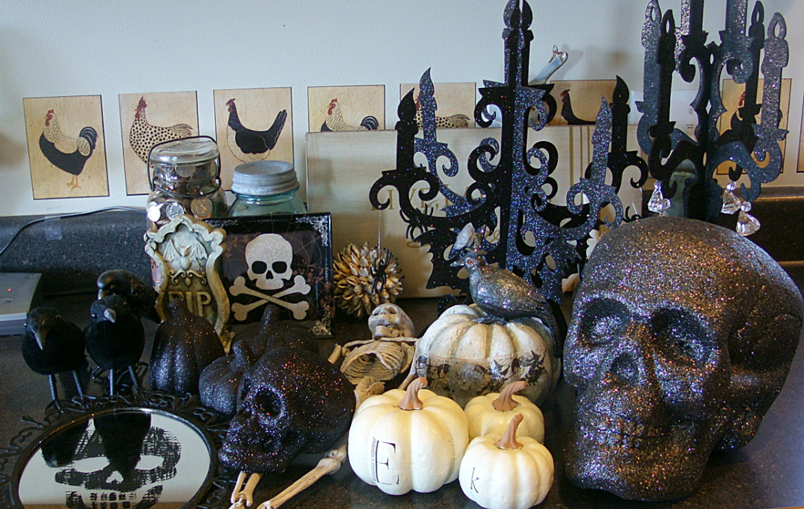 halloween decor ideas Stylish Halloween Decor Ideas to Use And Abuse In Your Bedroom Set FEATURED