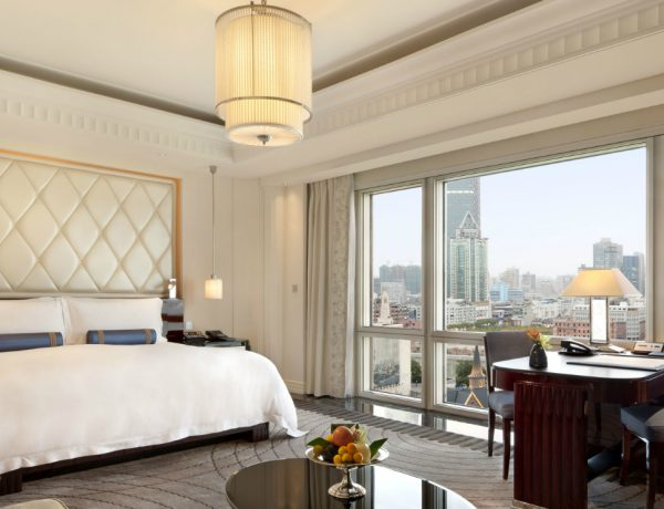 Luxury Hotels 5 Luxury Hotels that Have the Most Sumptuous Bedroom Suites featured 3 600x460