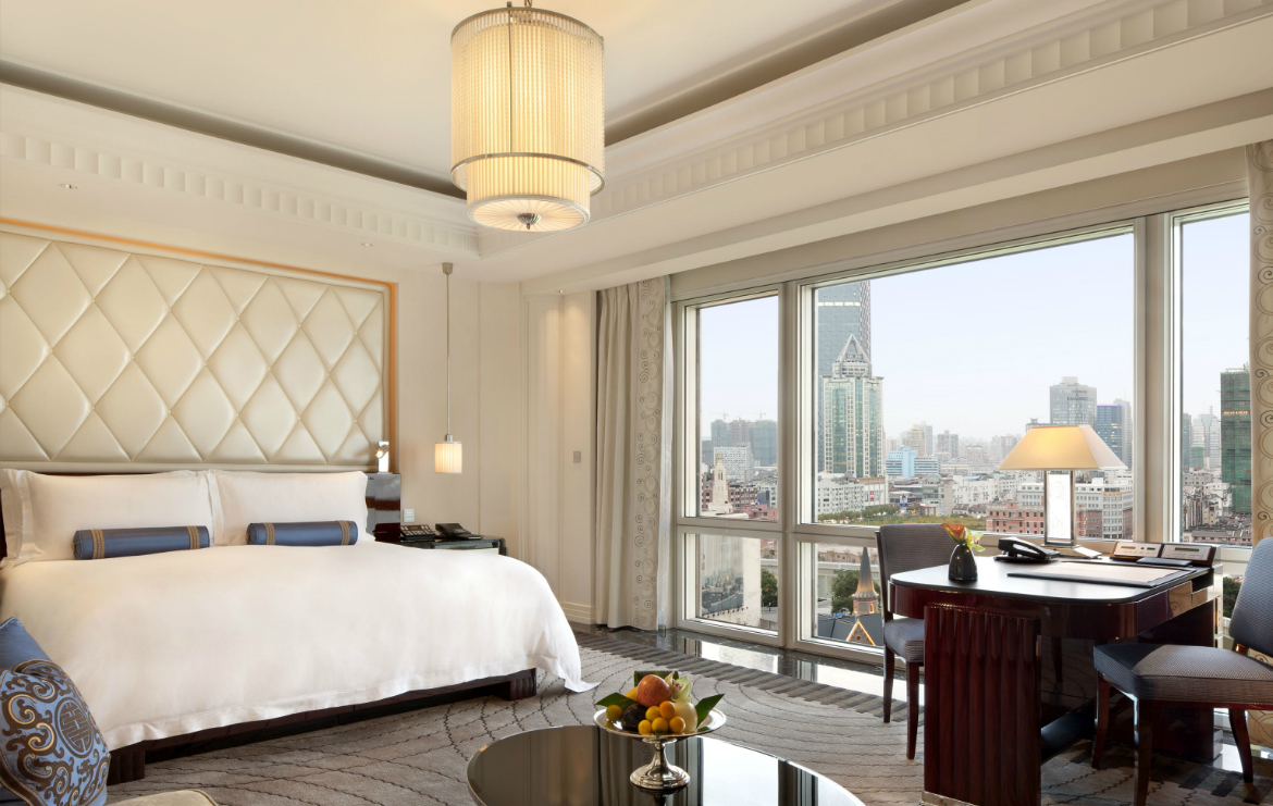 Luxury Hotels 5 Luxury Hotels that Have the Most Sumptuous Bedroom Suites featured 3