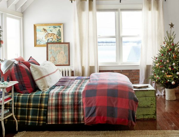 featured - image credit to David Tsay bedroom christmas decorations The Best Bedroom Christmas Decorations to Enter In the Holiday Spirit featured image credit to David Tsay 600x460