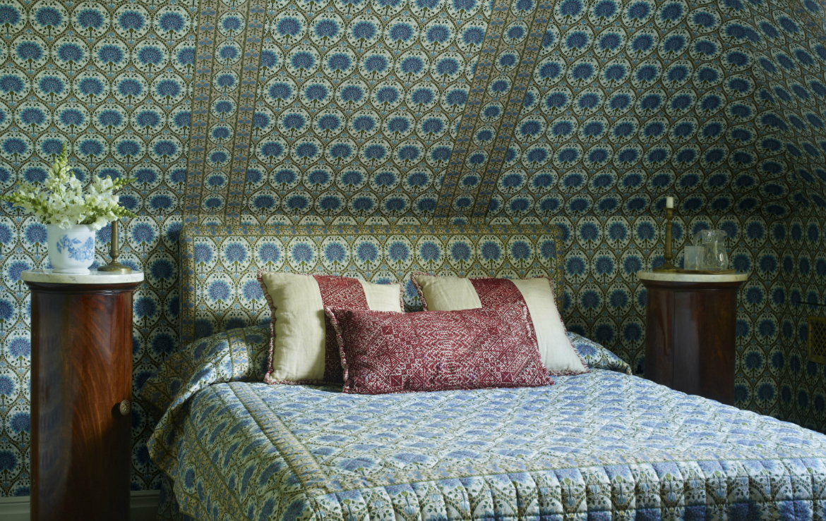 Interior Design Ideas Interior Design Ideas on How to Pizzazz Your Small Bedroom Decor featured 2