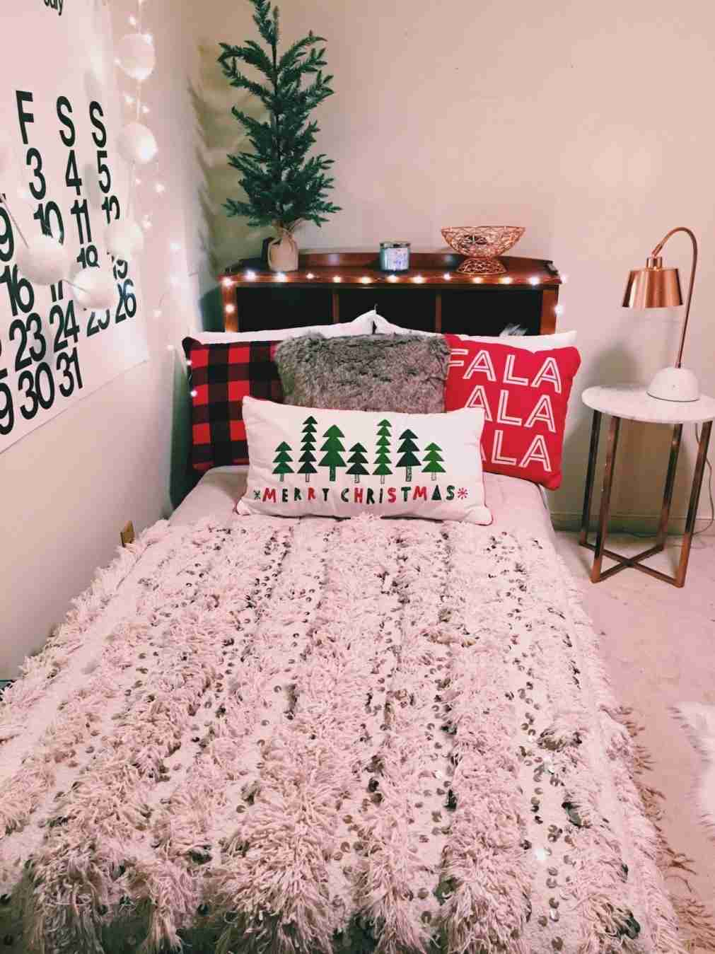 PSA These Are The Christmas Decorations Your Bedroom Needs christmas decorations PSA: These Are The Christmas Decorations Your Bedroom Needs PSA These Are The Christmas Decorations Your Bedroom Needs 3