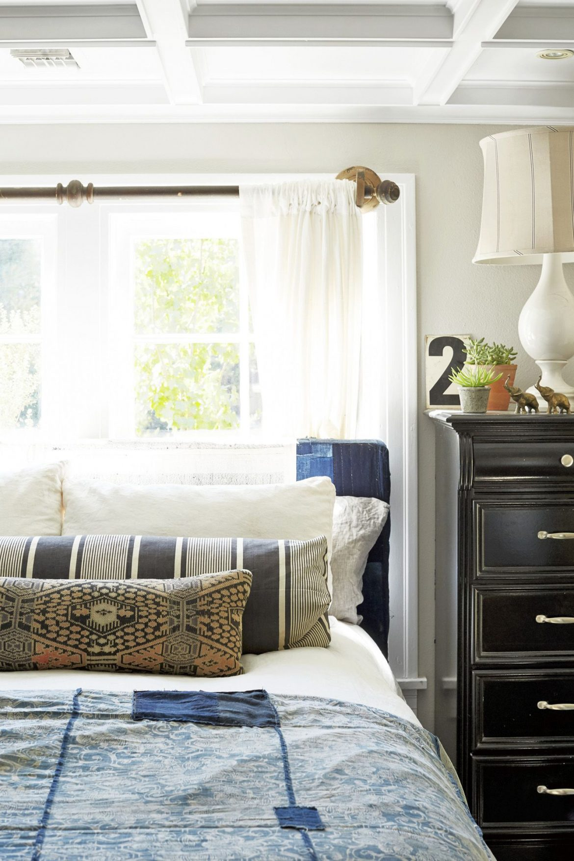 It's Makeover Time Give Your Bedroom Design A Brand New Look 2