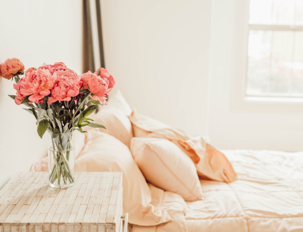 How To Change Bedroom Style With Decorative Pillows