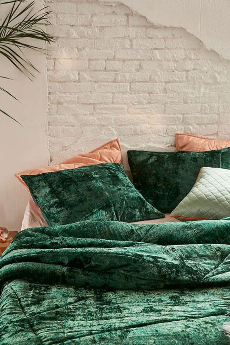 Here're 5 Green Bedroom Designs To Get Inspiration green bedroom designs Here're 5 Green Bedroom Designs To Get Inspiration Herere 5 Green Bedroom Designs To Get Inspiration 6