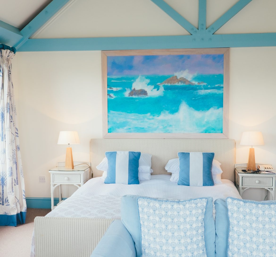 How To Create A Stunning Blue Bedroom blue bedroom How To Create  A Stunning Blue Bedroom How To Create A Stunning Blue Bedroom5
